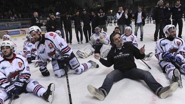Radost chomutovských hokejistů z triumfu v 1. lize