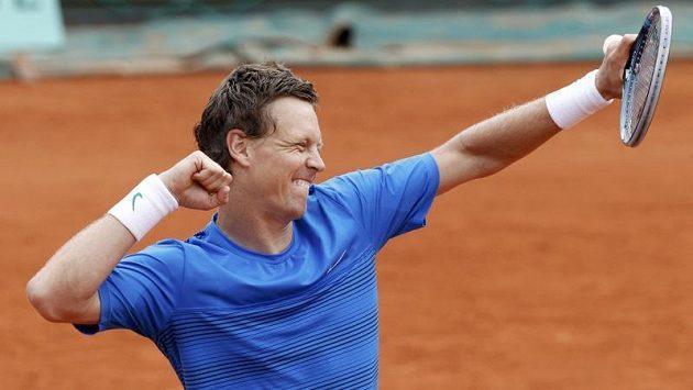 Bezmála čtyři hodiny bojoval Tomáš Berdych v utkání 3. kola Roland Garros s Jihoafričanem Andersonem, než mohl vítězným gestem oslavit svůj postup do osmifinále