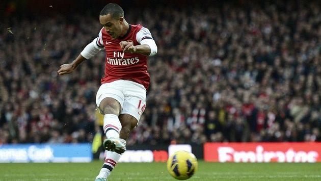 Anglický fotbalista Theo Walcott stále odmítá prodloužit smlouvu s Arsenalem.
