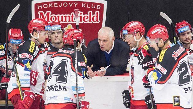 Peter Draisaitl na střídačce hokejistů Hradce Králové skončil
