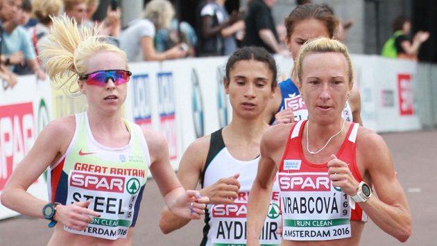 Běžkyně Eva Vrabcová-Nývltová během půlmaratonu na ME v Amsterdamu.