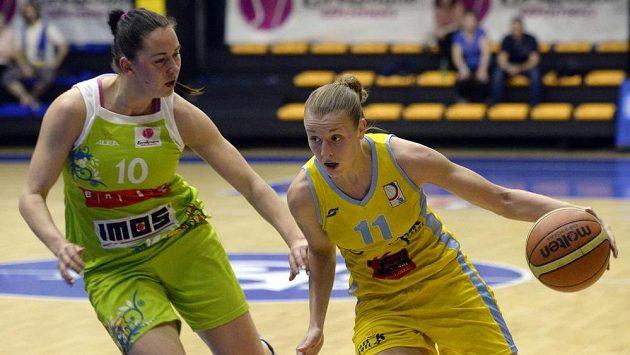 Kateřina Elhotová (vpravo) z USK Praha a Barbora Kašpárková z Brna.