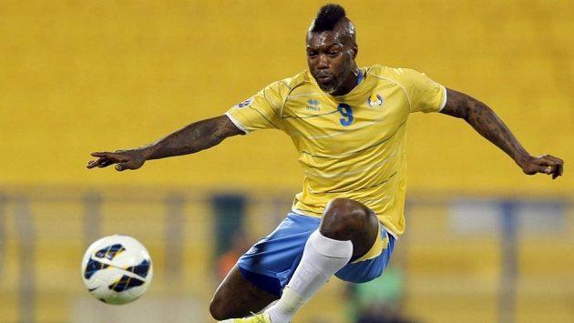 Djibril Cissé v akci.