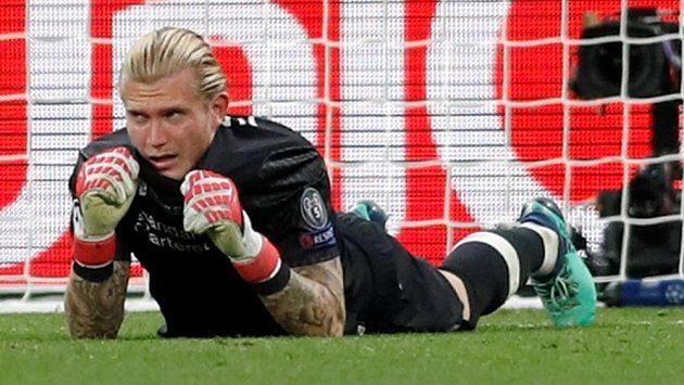 Nešťastný liverpoolský brankář Loris Karius po prohře ve finále Ligy mistrů s Realem Madrid.