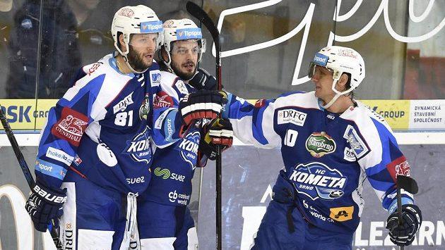 Zleva Tomáš Vincour, Martin Zaťovič a Martin Erat z Brna se radují z gólu.