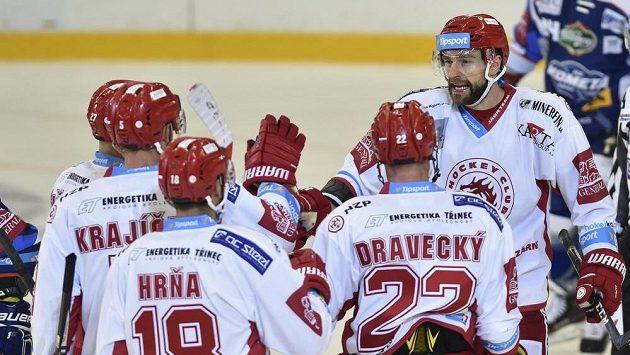 Zprava autor třineského gólu Tomáš Marcinko, Vladimír Dravecký, Erik Hrňa, kapitán Lukáš Krajíček a Martin Růžička.