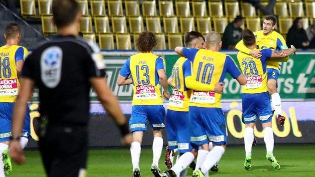 Radost teplických hráčů po vstřeleném gólu proti Liberci.
