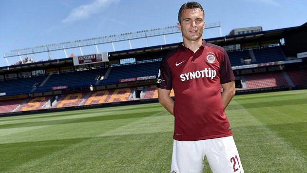 Kapitán Sparty Praha David Lafata v novém dresu před startem sezóny 2015/2016.