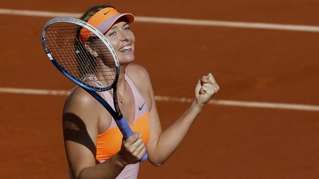 Ruska Maria Šarapovová po semifinálové výhře nad Eugenií Bouchardovou z Kanady. V Paříži bude znovu hrát o trofej.