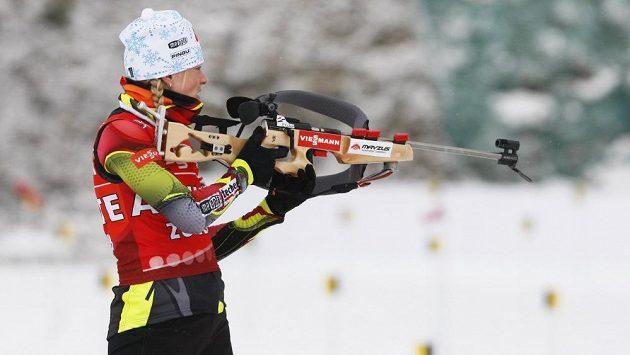 Barbora Tomešová na střelnici.