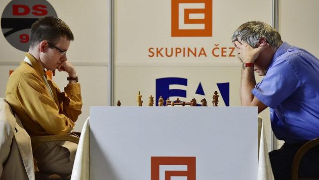 Český šachista David Navara (vlevo) a Ukrajinec Vasil Ivančuk.