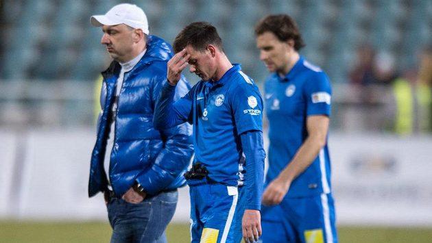 Záložník Slovanu Liberec Egon Vůch a trenér Jindřich Trpišovský po porážce s Duklou.
