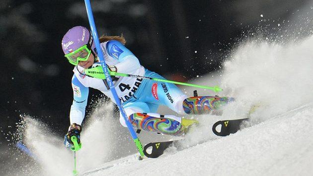 Šárka Strachová při slalomu ve Flachau.