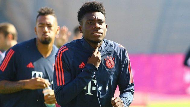 Alphonso Davies na tréninku Bayernu Mnichov.