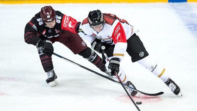 Mikael Ruohomaa z Oulu a Miroslav Forman ze Sparty.