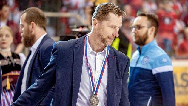 Trenér Antonín Stavjaňa se stříbrnou medailí, kterou v úterý získal s Nitrou ve slovenské nejvyšší soutěži. Nyní se vrací do Zlína.