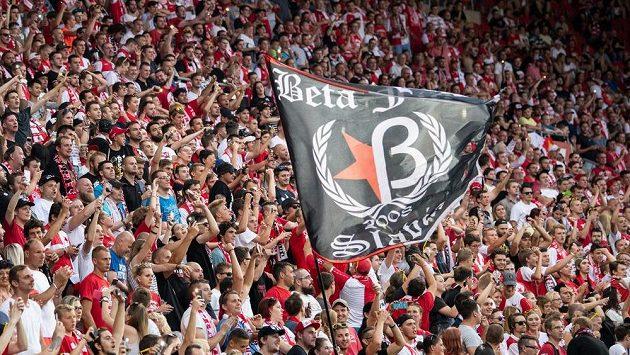 Fanoušci Slavie při ligovém utkání s Karvinou.