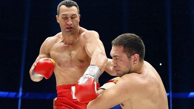 Kubrat Pulev padá v souboji s Vladimirem Kličkem.