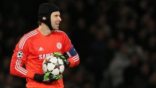 Petr Čech s kapitánskou páskou Chelsea.