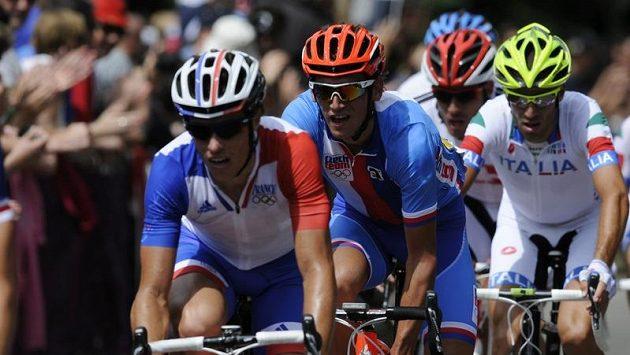 Roman Kreuziger (druhý vleva) se celý olympijský závod pohyboval v popředí, nakonec si dojel pro patnácté místo.