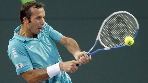 Radek Štěpánek v utkání proti Rafaelu Nadalovi v Miami. Na španělského favorita český reprezentant nestačil.