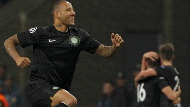 Fotbalisté Celtiku Glasgow (vlevo Kelvin Wilson) se radují z výhry nad moskevským Spartakem v Lize mistrů