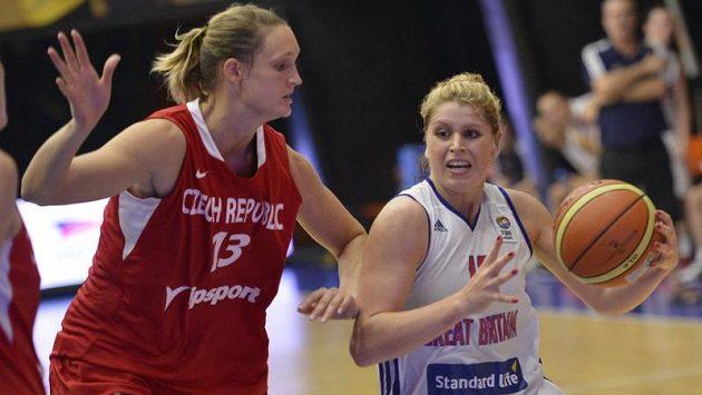 Česká reprezentantka Petra Kulichová (vlevo) a Jo Leedhamová z Velké Británie.