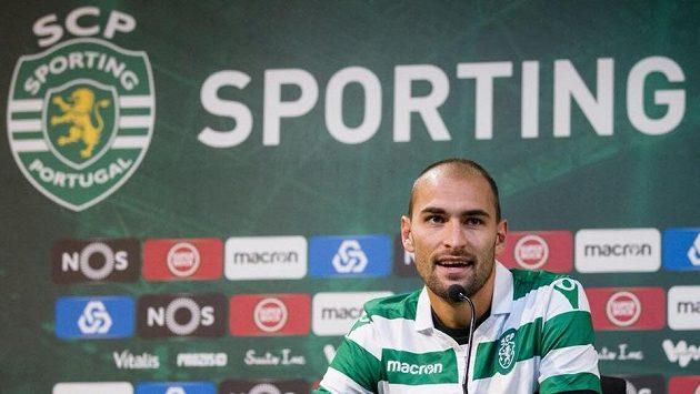 Zažil napadení fanoušků, přesto nizozemský útočník Bas Dost zůstane ve Sportingu Lisabon.