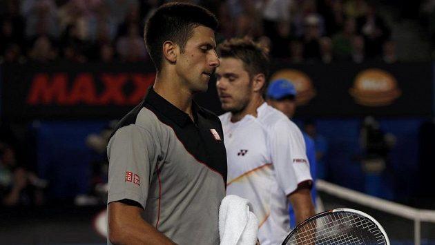 Zklamaný výraz srbského tenisty Novaka Djokoviče po porážce se Švýcarem Wawrinkou ve čtvrtfinále Australian Open.