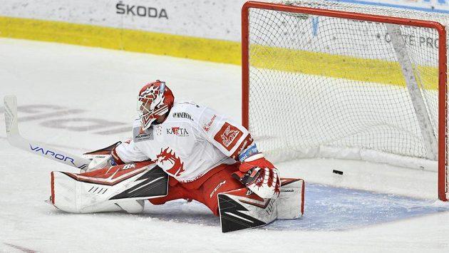 První gól inkasuje brankář Třince Ondřej Kacetl.