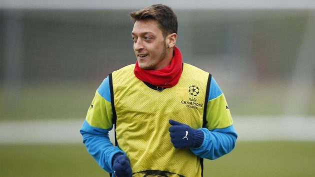 Fotbalista Arsenalu Mesut Özil.