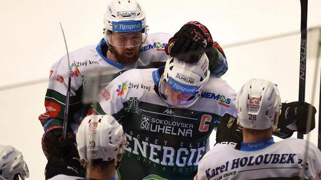 Hokejisté Karlových Varů se radují z gólu - ilustrační foto.