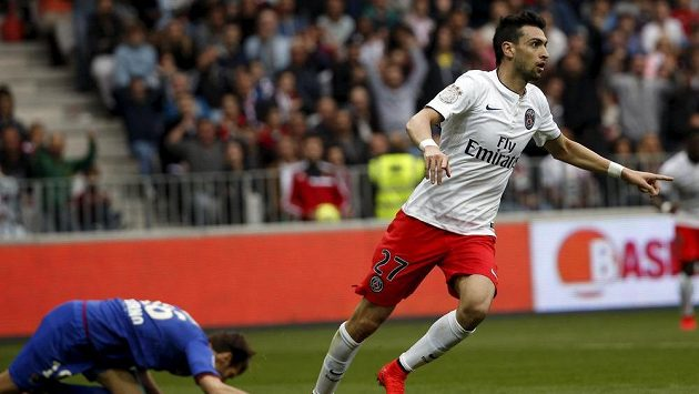 Javier Pastore z PSG slaví jeden ze svých dvou gólů na hřišti Nice.