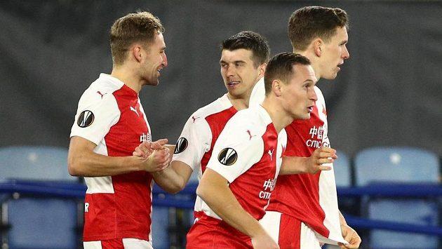 Slávisté se radují z vedoucí branky proti Leicesteru.