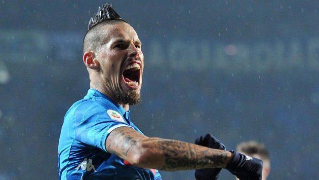 Fotbalisté Neapole vyhráli díky gólu Arkadiusze Milika pět minut před koncem v dohrávce 14. kola Serie A na hřišti Atalanty Bergamo. Velkou radost měl i Slovák Marek Hamšík.
