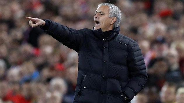 Trenér Manchesteru United José Mourinho se bude muset obejít bez Antonia Valencii.