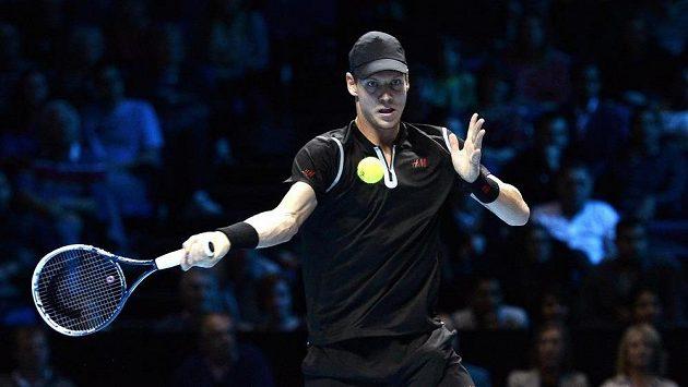 Tenista Tomáš Berdych v utkání se světovou jedničkou Rafaelem Nadalem ze Španělska na Turnaji mistrů v Londýně.