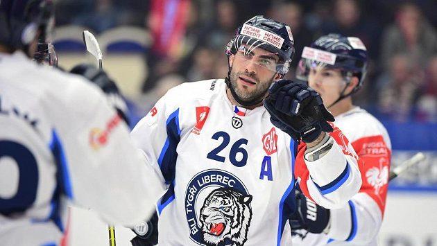 Liberecký Petr Jelínek po vstřelení branky v semifinále LM na ledě Växjö.