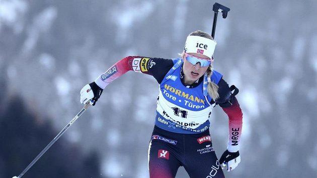 Norská biatlonistka Tiril Eckhoffová si běží pro triumf v Ruhpoldingu.