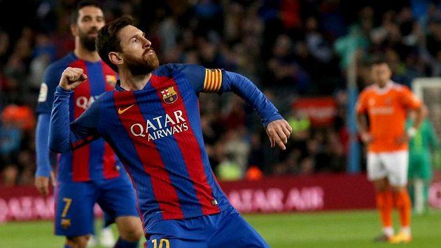 Barcelonský Lionel Messi se raduje z gólu proti Pamploně.