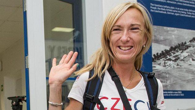 Běžkyně Eva Vrabcová Nývltová před odletem na olympiádu.