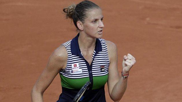 Karolína Plíšková postoupila do 2. kola French Open, když vyhrála nad Číňankou Čeng Saj-saj po setech 7:5, 6:2.