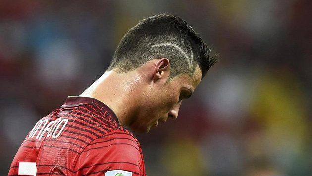 Portugalec Cristiano Ronaldo s nově vyzdobenou hlavou při zápase s USA.