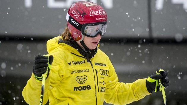 Snowboardistka a zároveň lyžařka Ester Ledecká při tréninku 28. prosince 2017 v areálu Svatý Petr ve Špindlerově Mlýně na Trutnovsku.