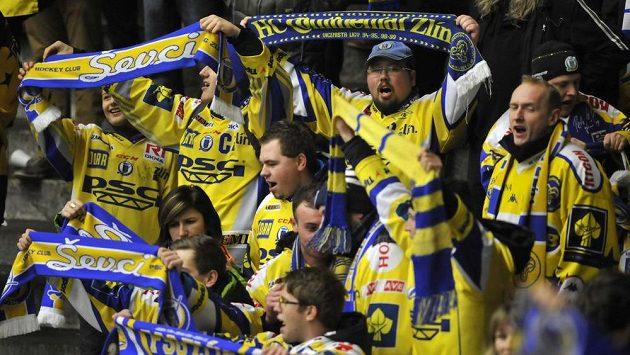 Fanoušci Zlína oslavují výhru nad Slavií.