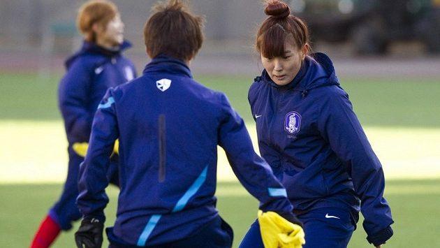 Jihokorejské fotbalistky při tréninku.