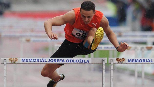 Běžec Martin Mazáč během závodu na 110 m překážek v rámci Memorialu Josefa Odložila v Praze.