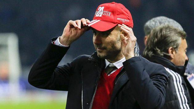 Trenér Bayernu Pep Guardiola slavil titul jen střízlivě.