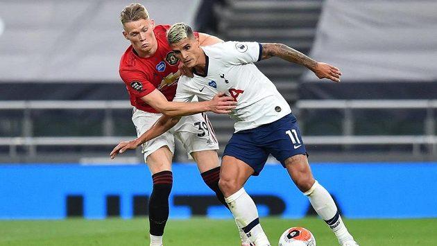 Mladík Scott McTominay prodloužil v Manchesteru United smlouvu.