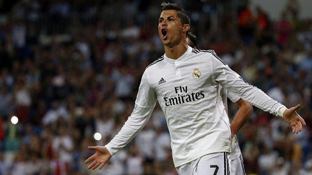 Cristiano Ronaldo z Realu Madrid slaví gól proti Elche v 5. kola španělské La Ligy.